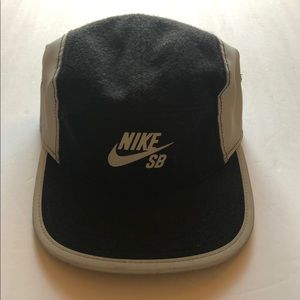 Nike SB hat black and silver